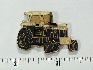 Vintage-Tractor-White-Black-Pin