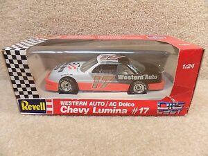 New-1992-Revell-1-24-Scale-Diecast-NASCAR-Darrell-Waltrip-Western-Auto-Lumina