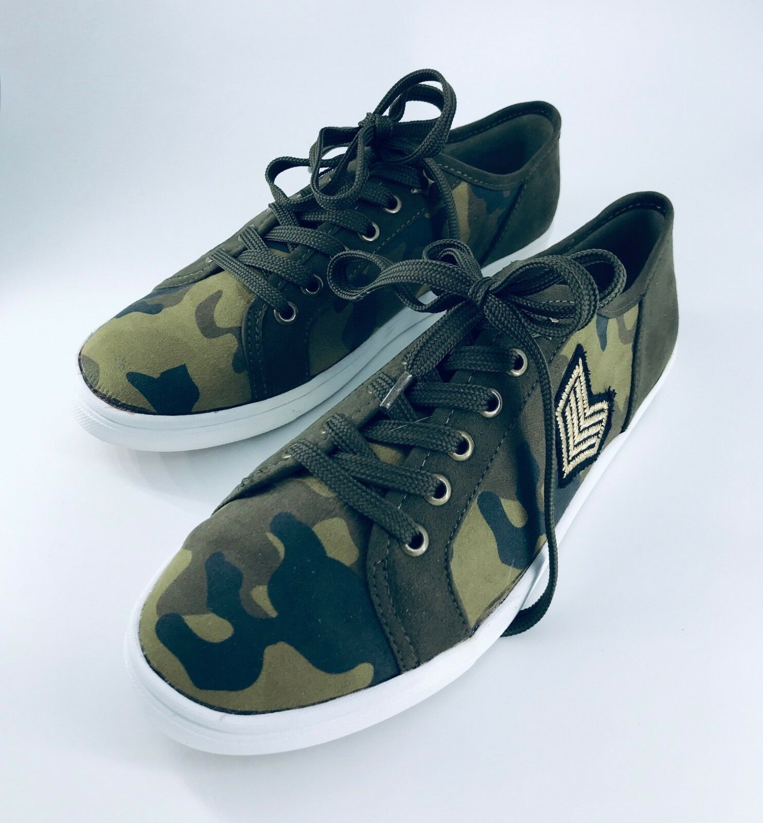 NEW American Rag Green Camo Women's Sneakers Shoes Size 8M NEW IN BOX