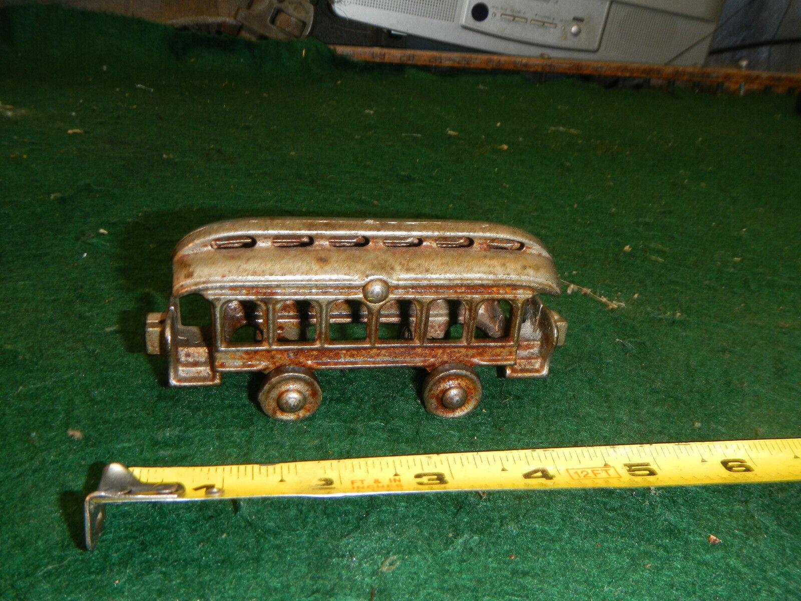alta qualità e spedizione veloce Cast Iron Metal giocattolo Train   Trolley Trolley Trolley Street auto 4   Antique or Vintage w Ruedas  lo stile classico