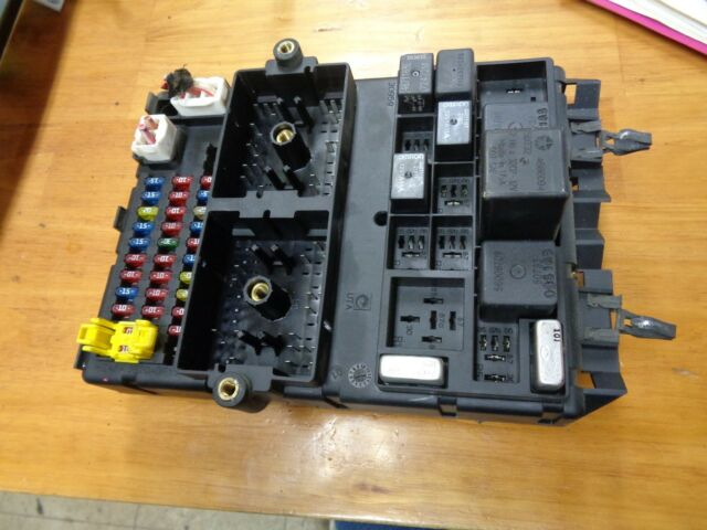 99 00 01 02 03 04 Jeep Grand Cherokee Fuse Box Panel Interior