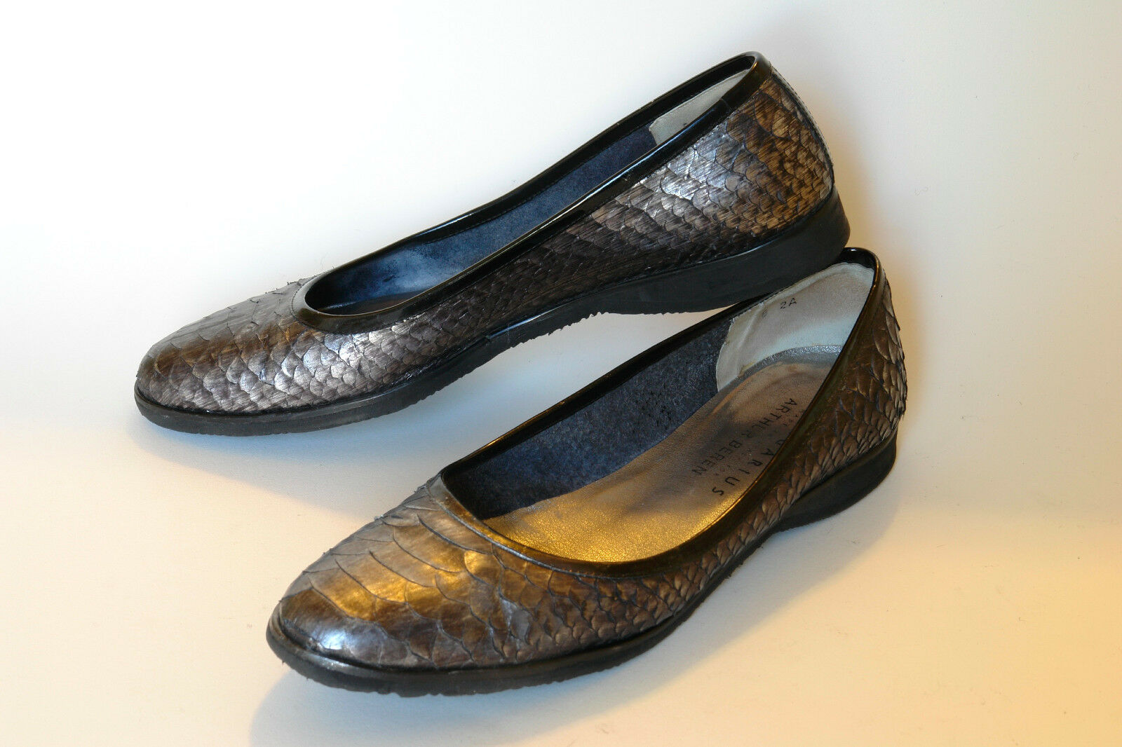 CALIGARI  / ITALY / EXQUISITE BALLET PUMP IN PEWTER PYTHON / 8 AA / EXCELLENT