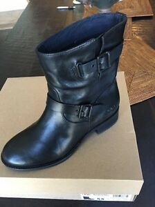 0f8ff396ab9 Details about UGG FLETCHER BLACK WATER-RESISTANT LEATHER ANKLE BOOTS, sz5.5  NEW W BOX