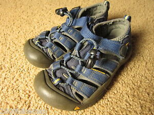 552 KEEN shoes kids Boys 11 sandals - Used special@@@@