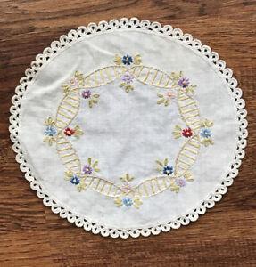 Vintage-Hand-Embroidered-Crocheted-Doily-8-5-Diameter-Linen-Flower-Ladder-Chain