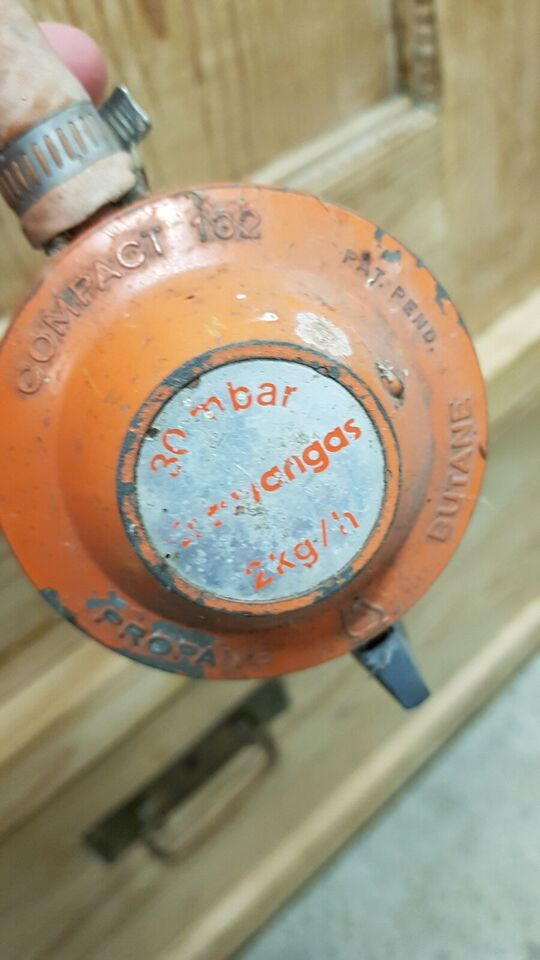 Gasflaske med gas og regulator