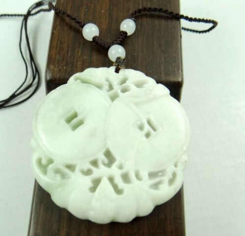 Beautiful 100/% Chinese jade hand-carved the statue of bat and money PENDANT