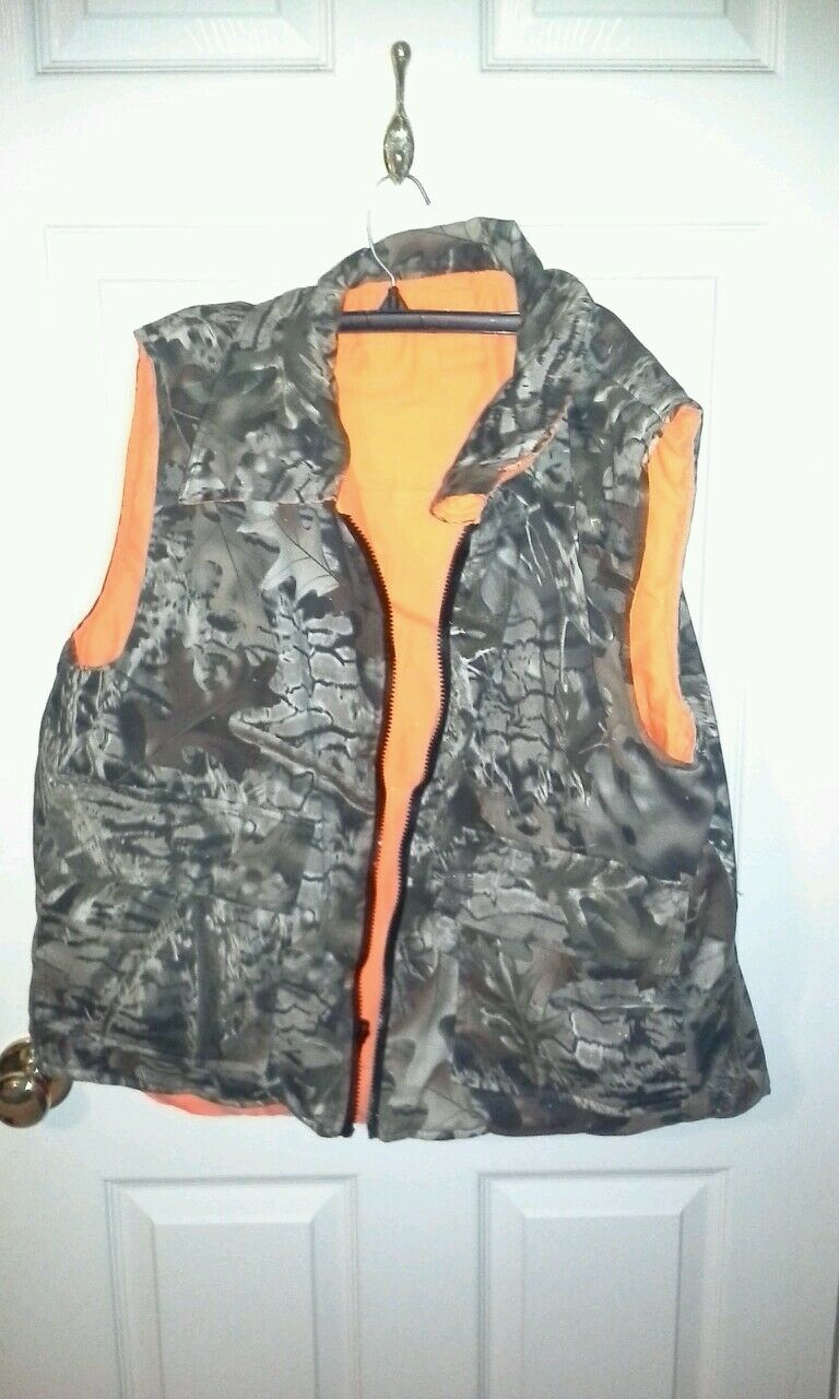 Mens  reversible camo hunting vest  convenient