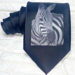 Cravatta-uomo-ZEBRA-colore-nero-disegno-100-seta-Made-in-Italy-idea-regalo