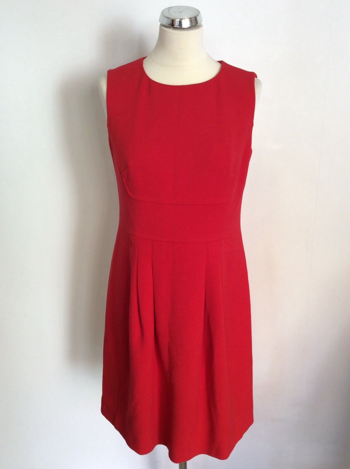 HOBBS RED SLEEVELESS PLEATED FRONT SHIFT DRESS SIZE 12