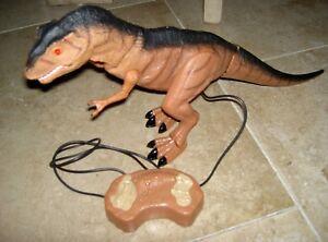 Batterie Dinosaur T-rex Câblé Télécommande Rend Des Sons Roars & Walks-afficher Le Titre D'origine