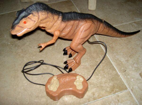 Doux Batterie De Dinosaure T-rex Câblé Télécommande Rend Des Sons Roars & Promenades Moins Cher