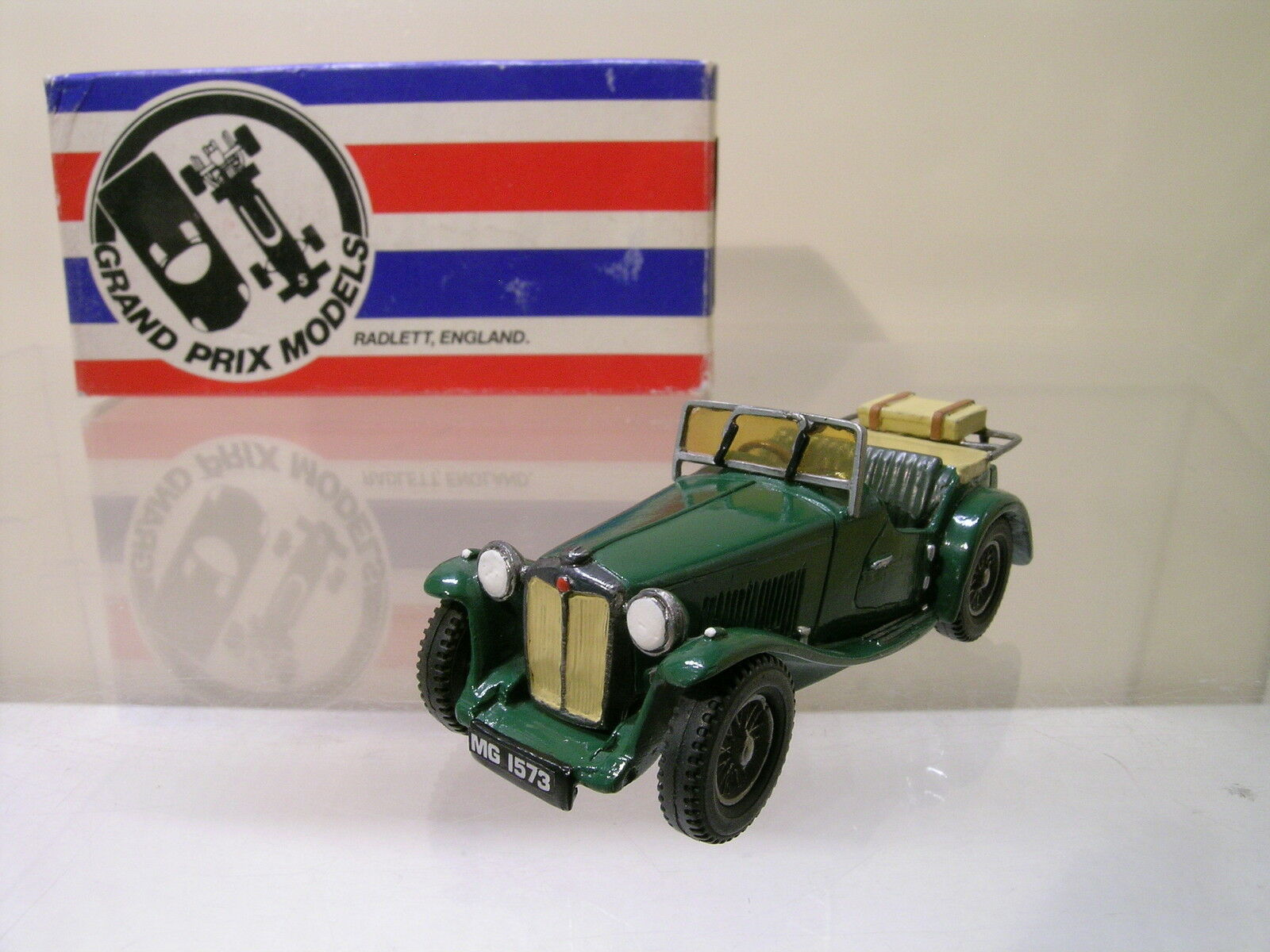 GRAND PRIX MODELS 20 MG TC 1948 vert BEIGE blanc METAL HANDBUILT BOXED1 43