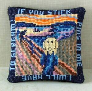 Sheena Rogers Designs Tudor Rose Alfiletero Cross Stitch Kit