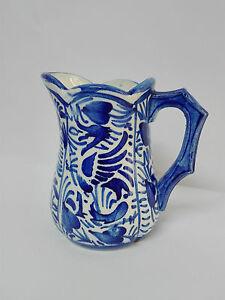 MANISES-Antigua-Jarra-Lechera-de-porcelana-esmaltada-pintada-y-decorada-a-mano