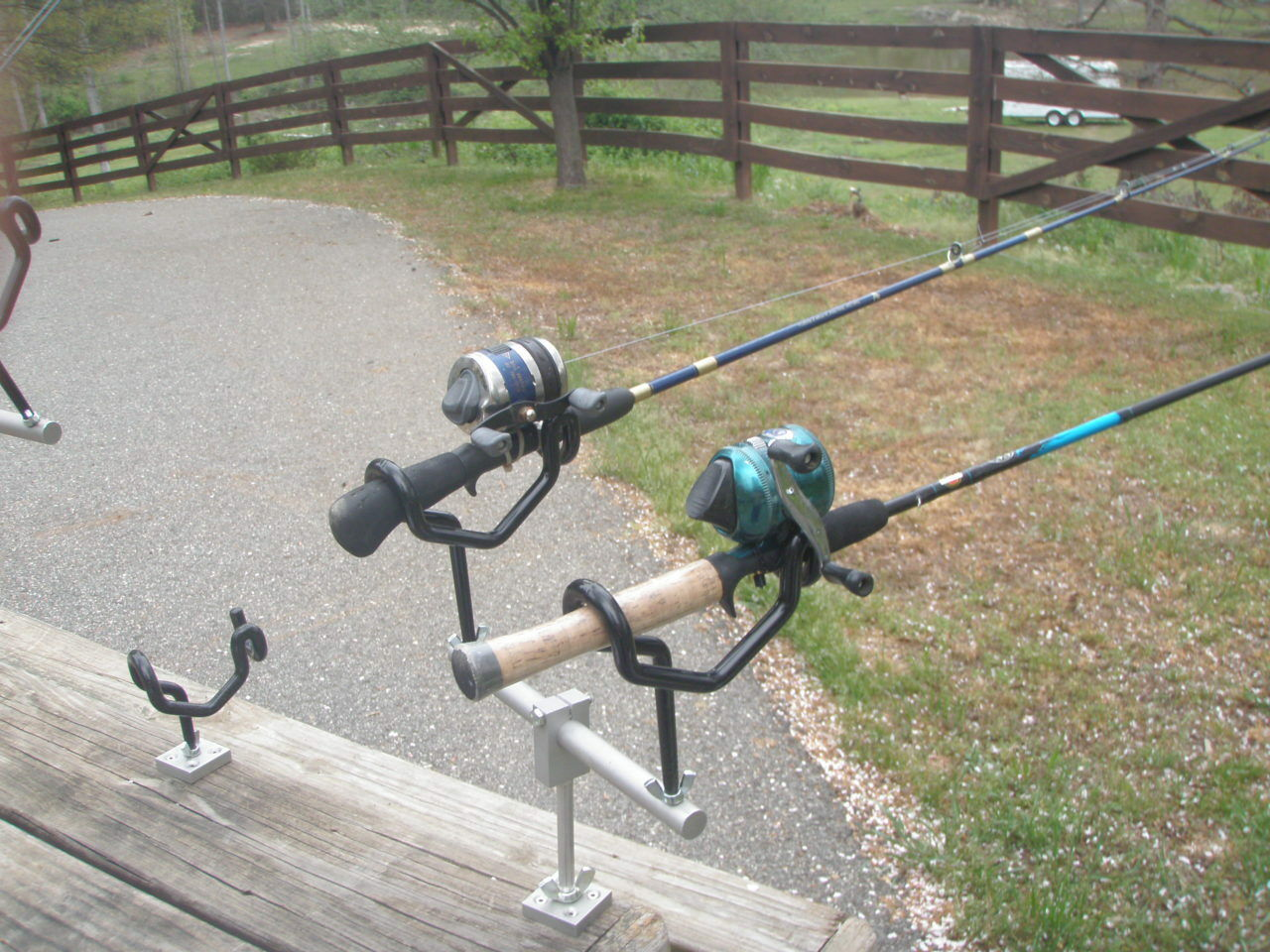 12 inch T-bar With  2 holders Crappie King All adjustable  angle Reel Fisherman  comfortably