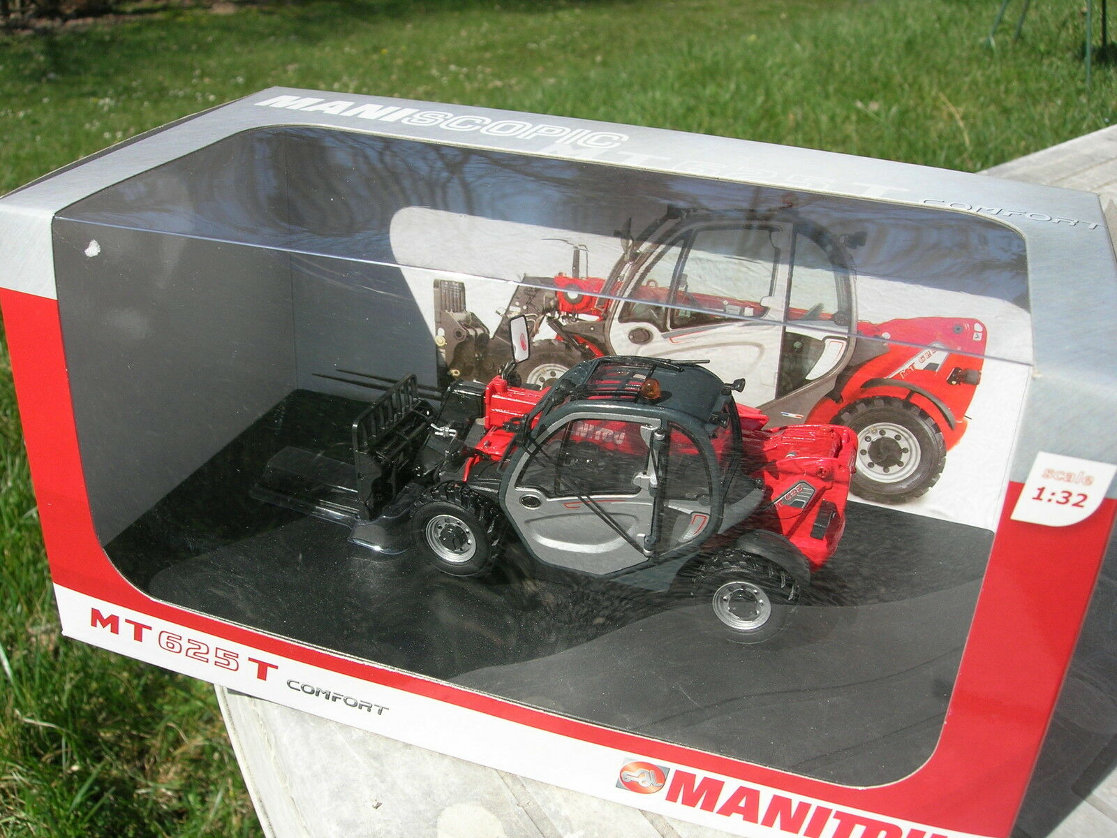 UNIVERSAL HOBBIES1 32 MANITOU MT625T Comfort engin de chantier REF575868