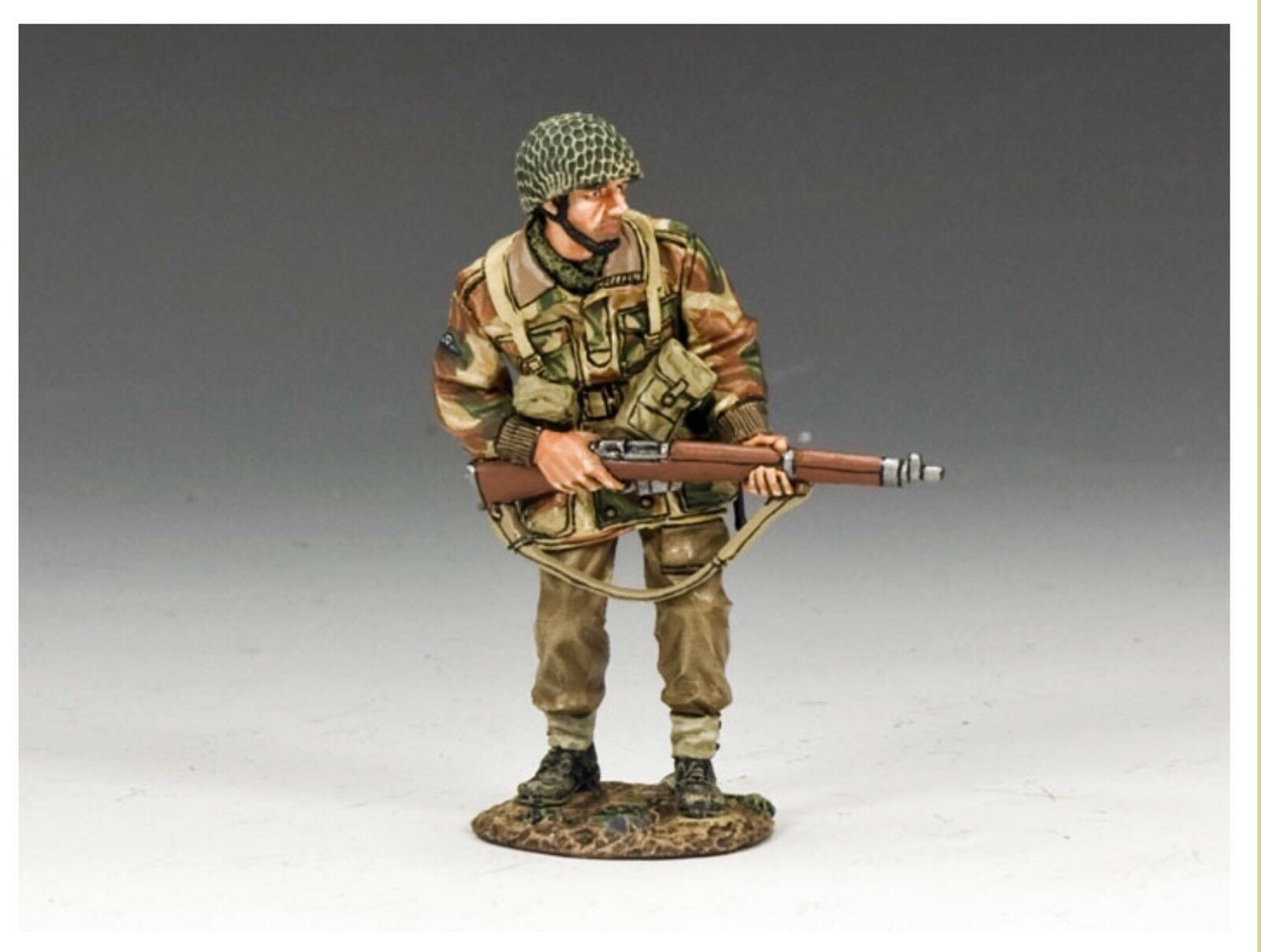 MG037(P) WW2 Arnhem Para Advancing With With Rifle MG37(P)