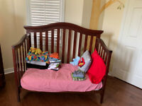 Baby Crib/toddler bed by Muniré - with change table