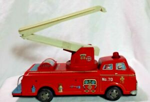 Vintage-Red-Metal-Toy-Fire-Truck-Battery-Operated-Japan-Parts-or-Restore