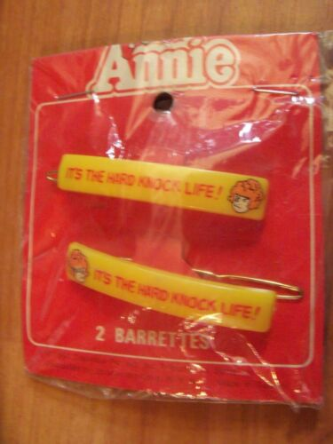 "1981 Annie ""It's the hard knock life"" 2 Pack Plastic Yellow Barrettes NOS"