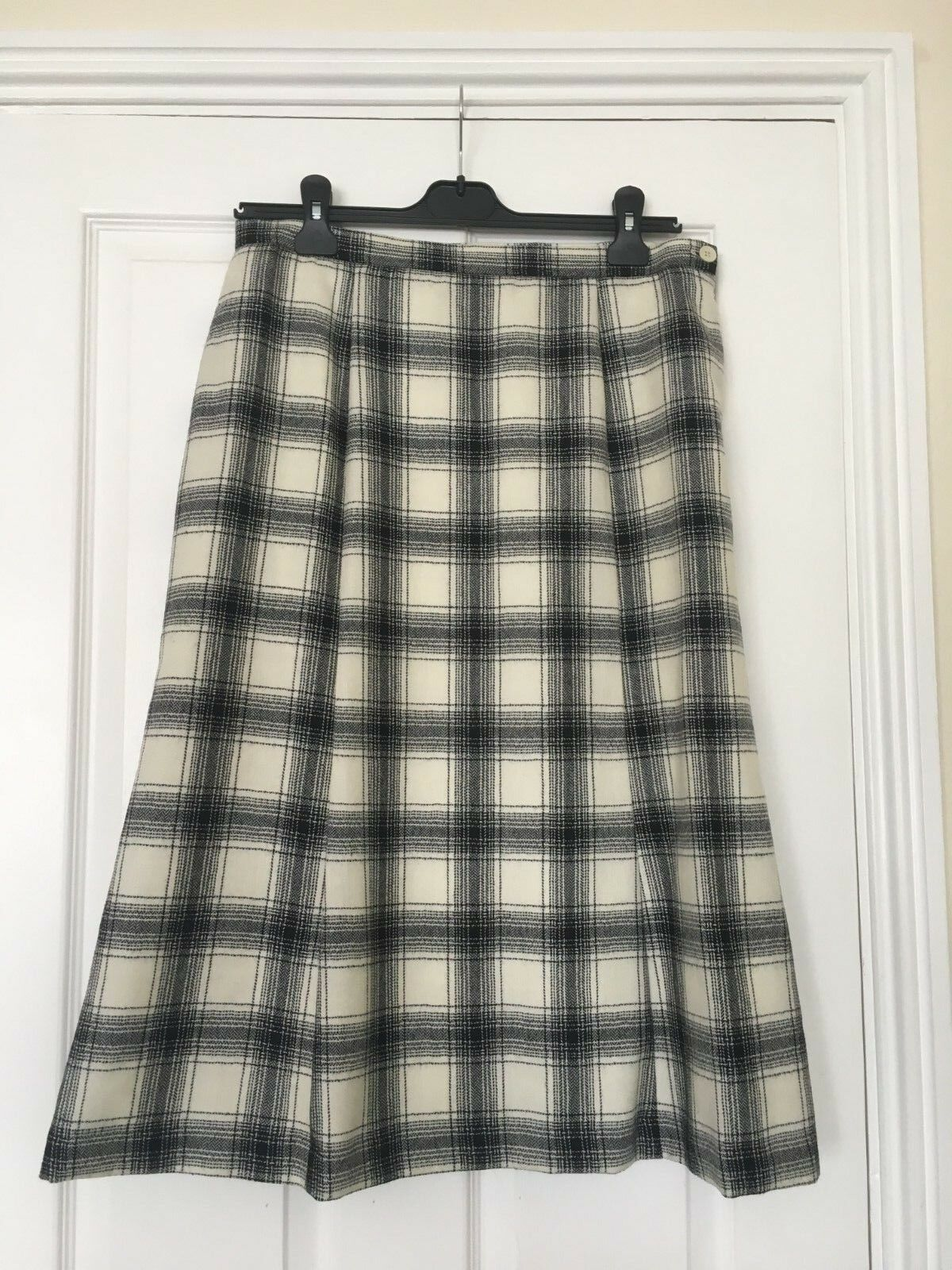 NEW women skirt, brand ''COTSWOLD'', size 16. color mixed, 100% WOOL.
