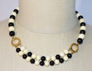 MONET-White-Black-Acrylic-Bead-Beaded-Gold-Tone-Necklace-Choker-Vintage