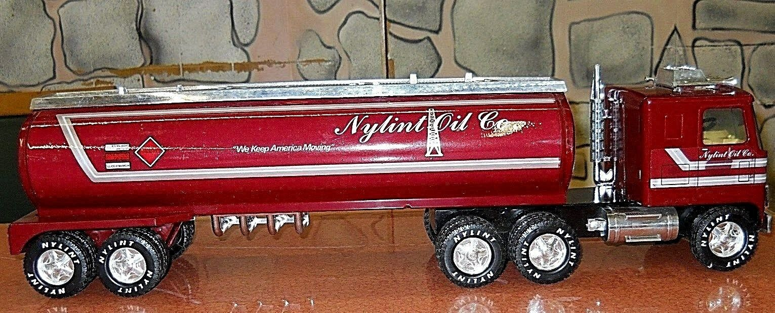 NYLINT OIL COMPANY EIGHTEEN WHEEL OIL TANKER  WE KEEP AMERICA MOVING