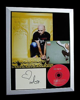Certificate of Authentication 100/% Genuine Robbie Williams Signed 8 x 10 Photo