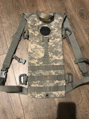8465-01-524-8362 CAMELBACK Army Combat Uniforme Army MOLLE II Système D/'Hydratation Carrier