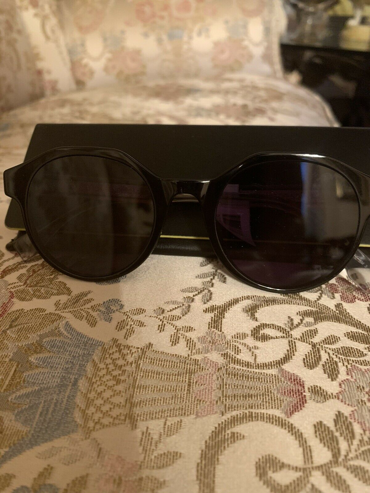 Authentic Fendi Sunglasses Logo Unisex New With Tags Retail