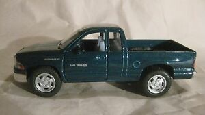 Dodge-Ram-4X4-Pick-Up-Camion-in-Verde-144-Scala-Diecast-da-Kinsmart-2013-dc728
