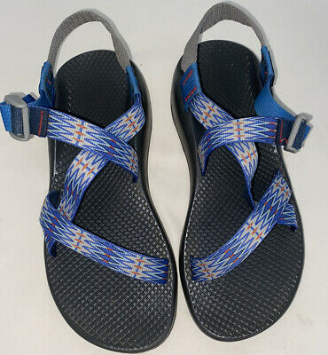 Women's Chacos size 8. Color is blue