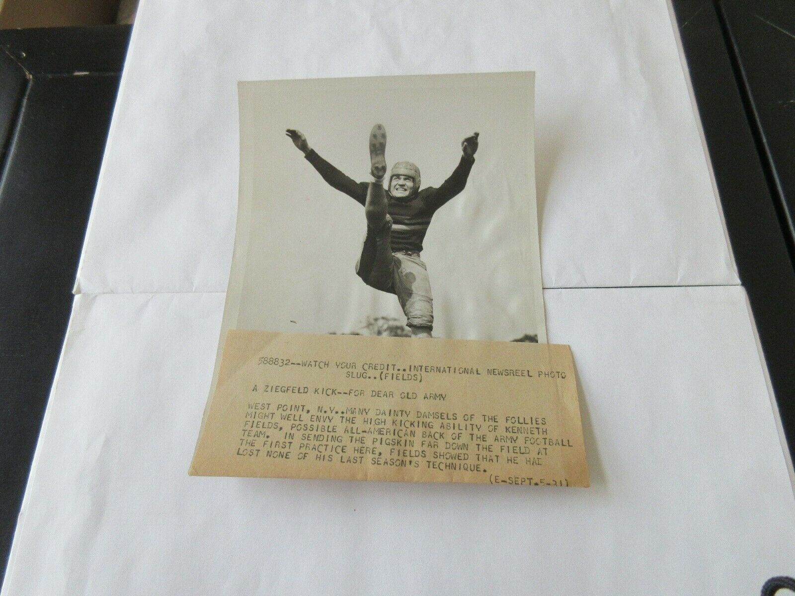 New's Wire Original Photos with Byline , Football , Arm