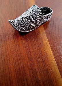 Dutch-833-Silver-Repousse-Ashtray-Trinket-Box-Signed-I-V-1905-Dutch-Shoe-Motif