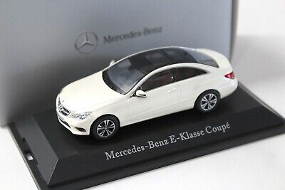 1:43 Kyosho Mercedes Clase E Coupé White dealer New en Premium-modelcars