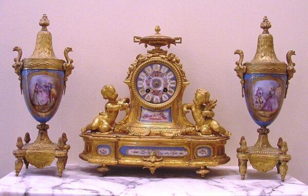 Antico Francese Dorato Bronzo Porcellana 3 Piece Orologio Roy & Fill, Urne P. H. Abbiamo Vinto L'Elogio Dai Clienti