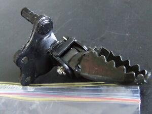 Yamaha-XT250-XT-250-1984-87-Right-footpeg-assy-30X-27420-00-90-New-NOS