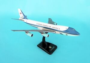 HOGAN-WINGS-HG2049G-AIR-FORCE-ONE-VC-25-747-200-1-200-SCALE-SNAPFIT-MODEL
