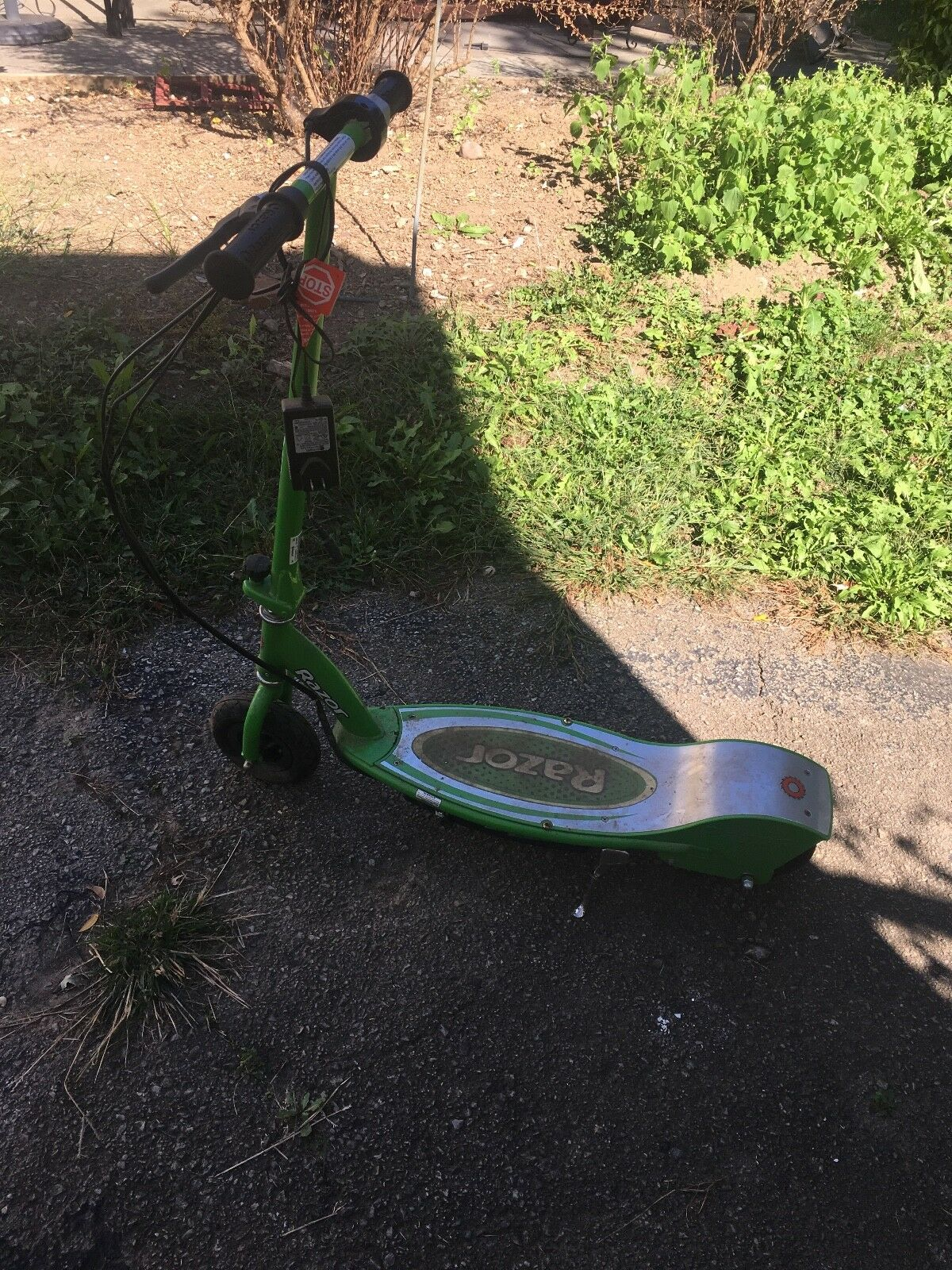 Razor Electric scooter E200 with Charger. Green.