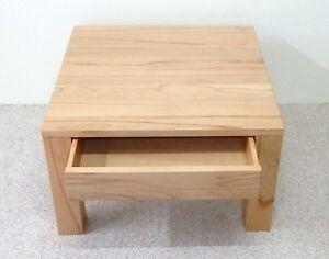 Details zu Holztisch,Couchtisch Kernbuche massiv . Maße : 60x60x55cm hoch.
