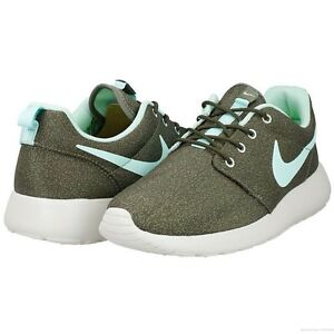 Nike Roshe run print  Women's size 11US 599432 004 100% AUTHENTIC