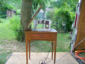 Vintage-Sewing-Machine-Cabinet-Stand-with-Foot-Pedal-039-Machine-Needs-Repair-039