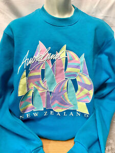 vtg-AUCKLAND-NEW-ZEALAND-80s-Teal-SWEATSHIRT-Fits-M-MEDIUM-LADIES-WOMENS