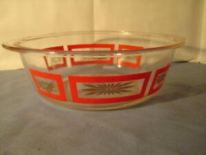 Vintage-Modern-Red-Squares-Gold-Flowers-Glasbake-2-Quart-Casserole-Dish