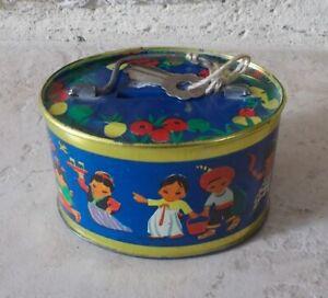 Ancienne-Boite-Metal-tole-Tirelire-fermeture-avec-clef-Chine-Inde-1960s