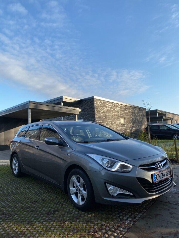 Hyundai i40 1,7 CRDi 136 Premium CW Diesel modelår 2012 km