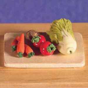 DOLLS-HOUSE-1-12TH-SCALE-CHOPPING-BOARD-WITH-VEGETABLES