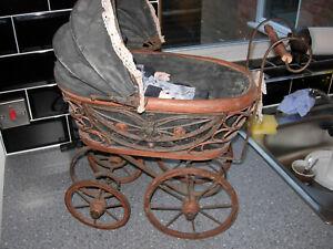 Landau vintage avec poupée