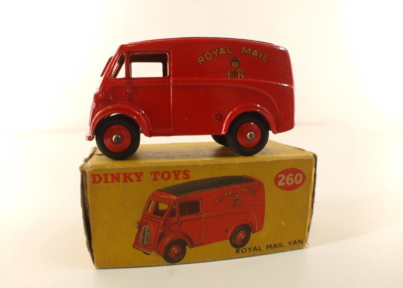 Dinky toys gb no. 260 morris royal mail van never  played in box  bonne réputation